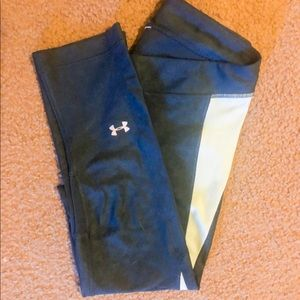Like new- Underarmour crop pants size M